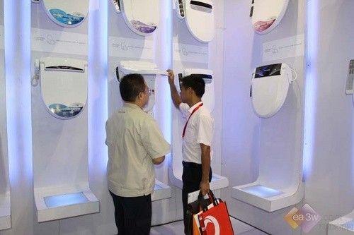 良治智能马桶盖   良治洗之朗在本次展会展示了8个系列20余种型号的