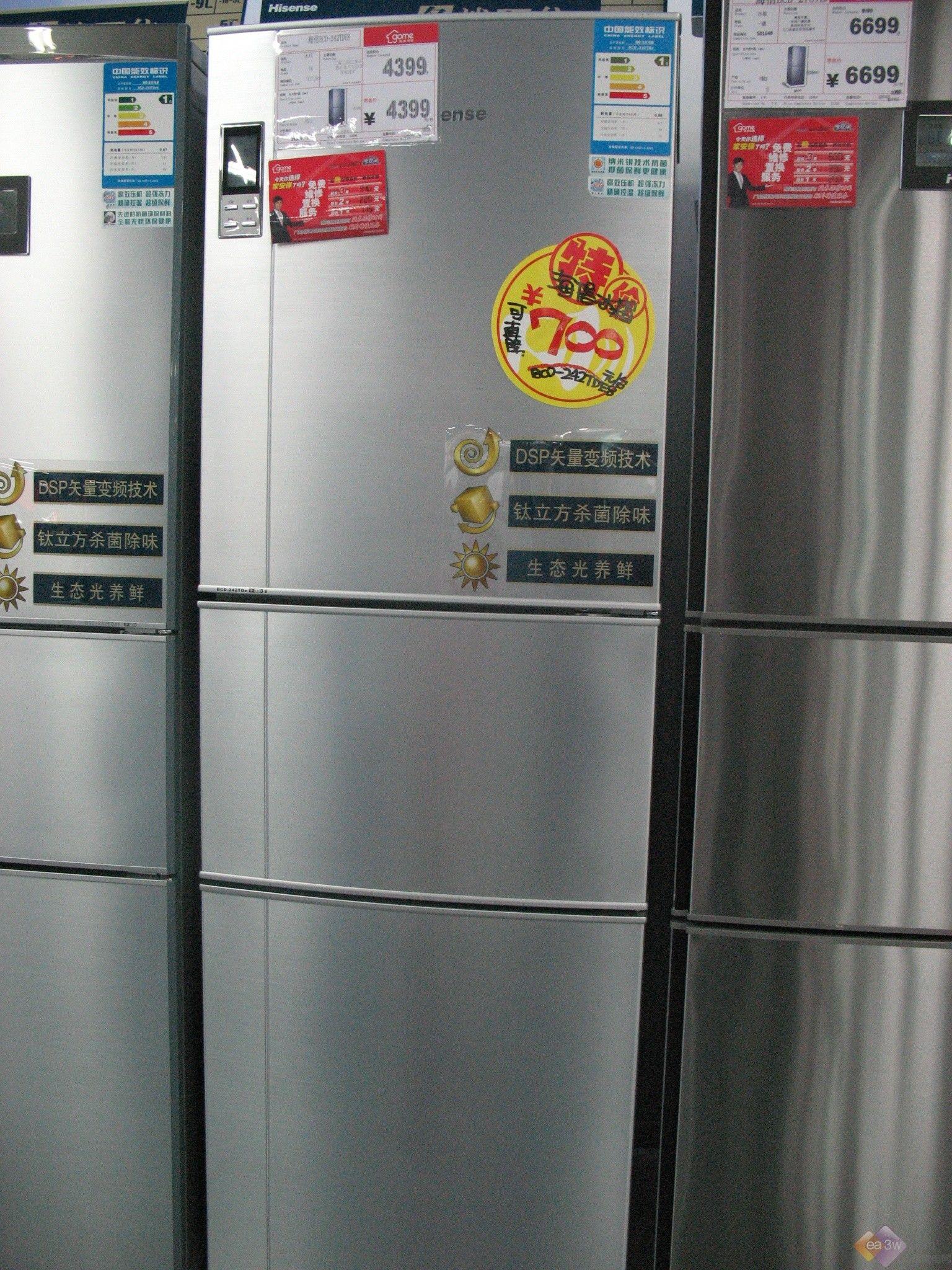 如今,金融危机横扫全球,所有人都缩减开支捂紧了钱袋子。可是冰箱作为日常生活中必不可少的家用电器,是万万少不得的。今天,小编就为大家推荐几款十一月的性价比之王,感兴趣的朋友一起来看看吧。  三星入门级两开门冰箱 外观上,这款三星BCD-198NKMS冰箱采用全白色的设计,简洁大方,且550*1533*619mm的体积也很好的解决了居住空间小的问题。另外,它冷藏室的容积为123L、冷冻室容积为75L,足够刚组建的两口之家使用。  三星BCD-198NKMS冰箱 功能上,虽然这款冰箱号称入门级产品,但是在