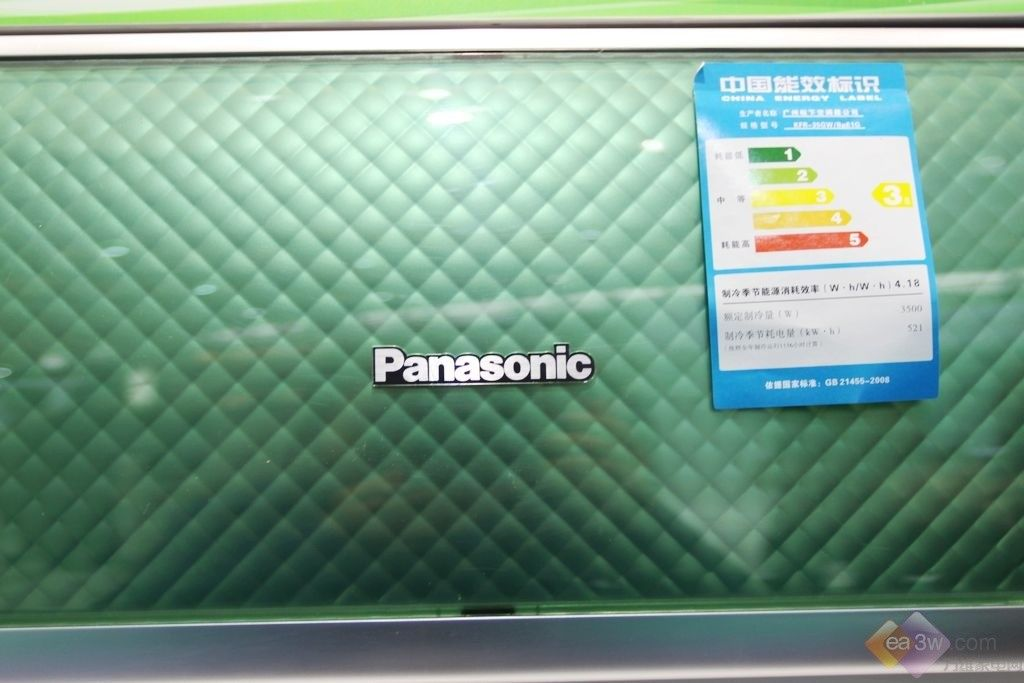变频,作为Panasonic空调26年来的核心技术,为消费者开发出多项领先业界的独有功能,全面满足不同消费者需求,营造舒适、环保、节能的生活空间,成为节能省电的先行者。2011年,Panasonic空调消费者兼得舒适与节能两种生活模式,提升空调体验,特别推出了聪明感应空调。  聪明感应空调从四个方面定位,贴身、精准、温暖、护肤入手全方位的带给我们不一样的实用体验。下面,笔者就给大家带来了一款松下新品怡睿变频空调,感兴趣的朋友就一起来看看吧。  松下怡睿变频空调  松下怡睿变频空调  松下怡睿变频空调  松