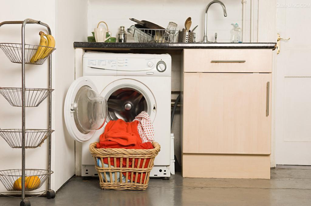 白越/方法6:要经常保持冰箱背部清洁,冷凝器和压缩机的表面灰尘影响...