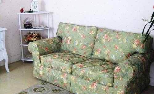 欧式,美式田园风的碎花布艺沙发,明亮的色彩非常适合小户型,散发出
