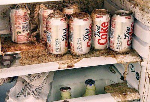 原因何在?罐装可乐放冰箱冷冻引发悲剧