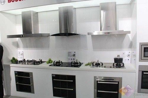 博世金沙系列厨电套装以科学而精准的设计,在橱柜中可以水平或者垂直
