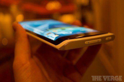 三星宣布将于10月发布柔性屏智能手机