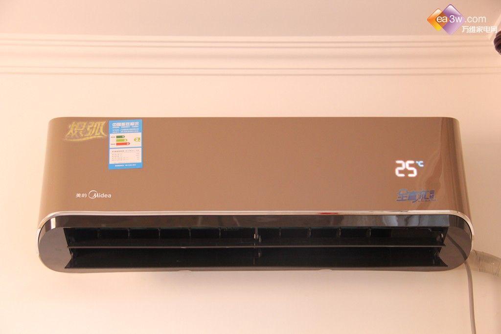 打开空调室内机面板,在面板的右侧