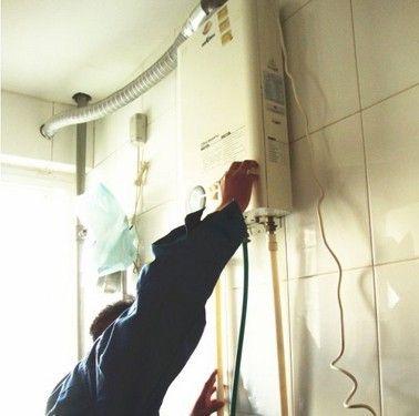 美的热水器售后服务:专业的执着