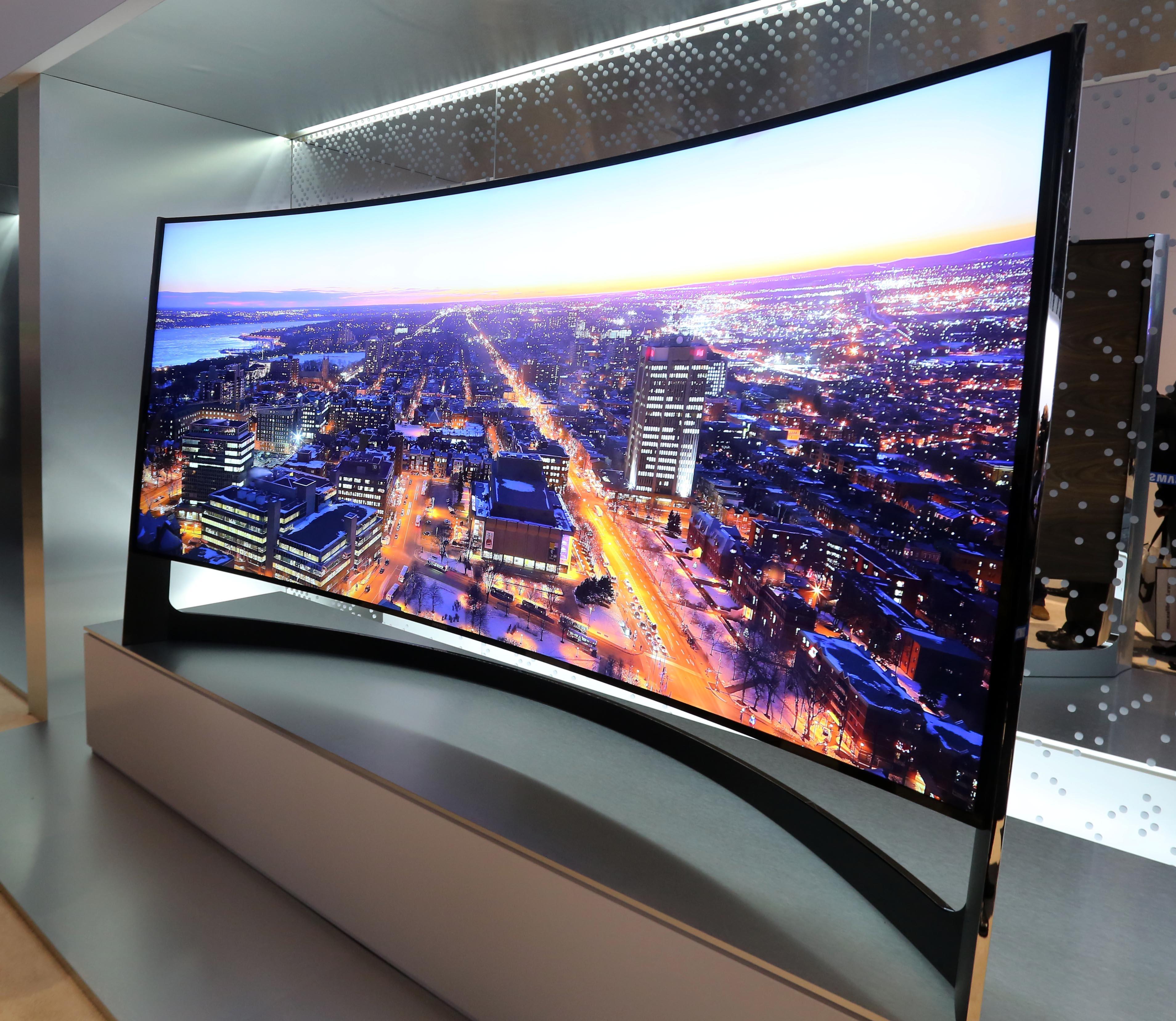 作為全球8連冠的電視技術引領者,三星電子在美國拉斯維加斯舉辦的2014 CES上正式宣布,將于2014年下半年面向市場推出105英寸曲面UHD TV U9500和85英寸可彎曲UHD TV U9B。這兩款極具突破性意義的電視在本周2014 CES上驚艷亮相后,將正式加入三星曲面電視和UHD TV的強大產品陣容。