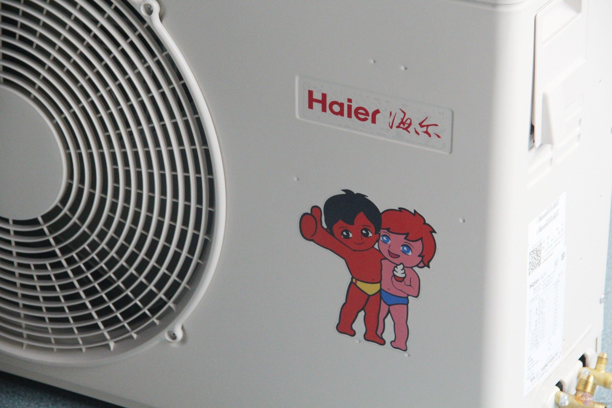 相对于传统分体式空调,一拖一家用空调由于节省空间、美观大方、舒适度高等优点逐渐收到更多消费者的关注,但是很多朋友在选购的时候也总会遇到导购员云里雾里的说辞,这么多天花乱坠的优点是真时间,消费者该买什么产品?万维家电网就来为大家做一个家用一拖一中央空调的横向评测,来为大家真实的呈现各个产品的优缺点。此次横评我们选择了目前比较热门的四款产品,分别是海尔、美的、格力、海信四大品牌定频一拖一中央空调产品。
