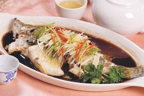 周末菜谱推荐:营养美味清蒸鲈鱼