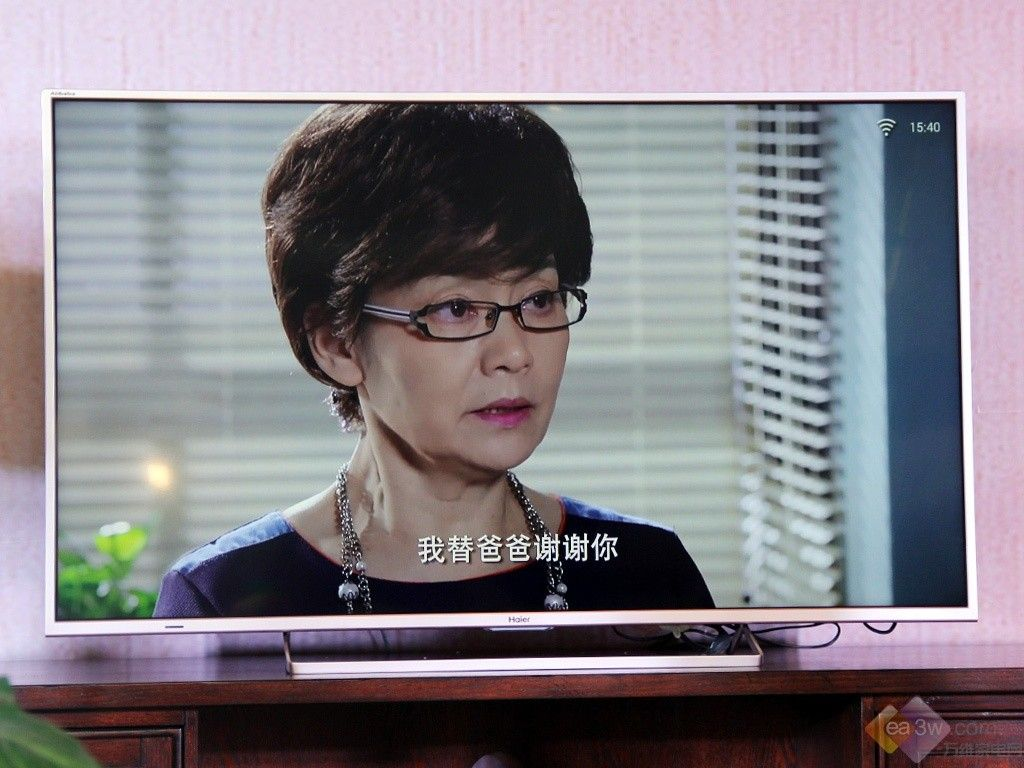 海尔阿里电视亮相 白色机身窄边框设计