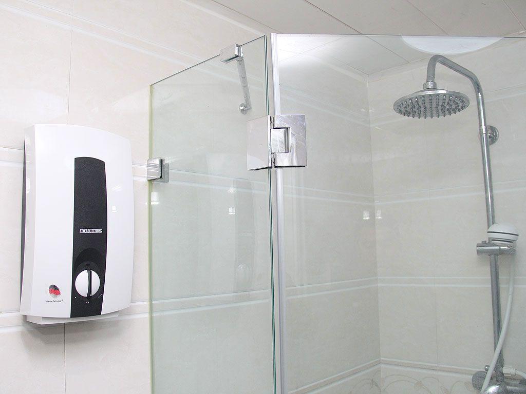 第二,燃气热水器须由专业人员安装,且必须安装在通风图片