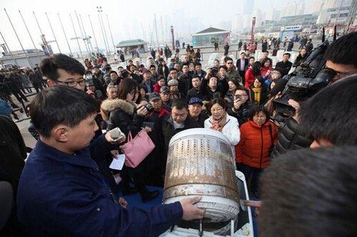 百台脏桶赤裸真相吓坏市民
