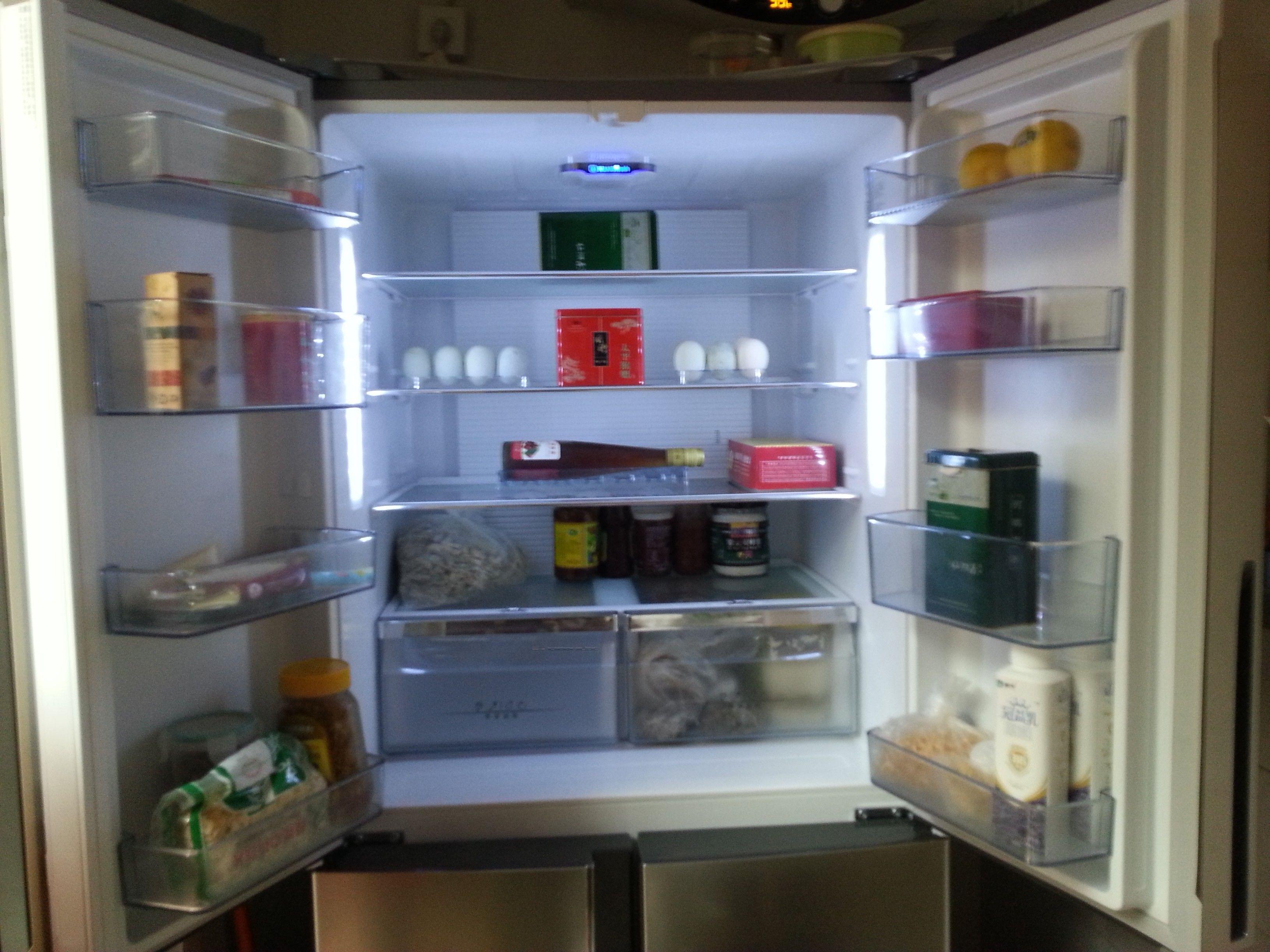 厨房虽小,客厅虽然也能放冰箱,可因为弄吃方便,就想放在厨房,对开门