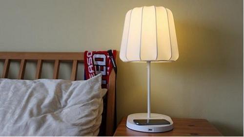 宜家无线充电台灯 漂亮方便毫无违和感