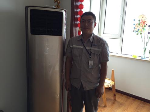 重庆海尔空调维修工人