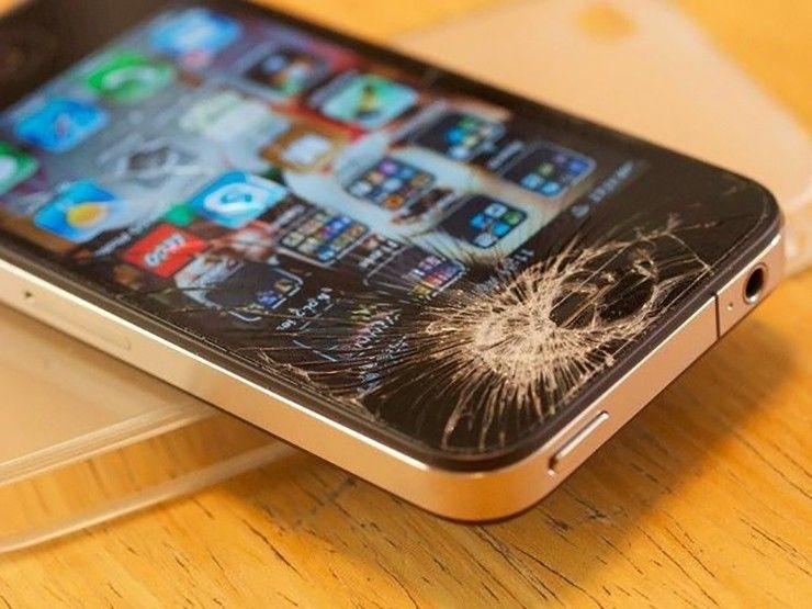 """手机玻璃屏幕易碎 """"压屏哥""""月入上万"""