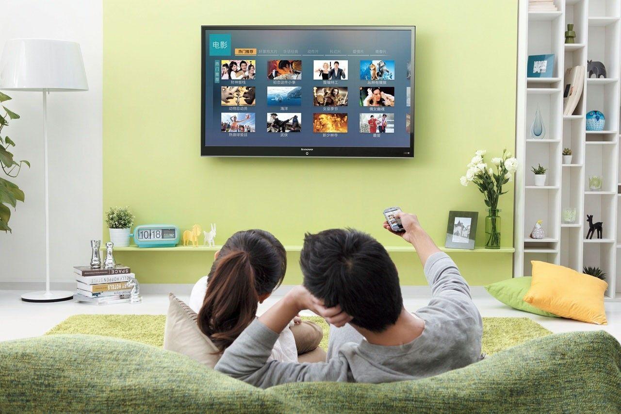 家庭粘和剂TCL TV+曲面电视 让你回归幸福时光