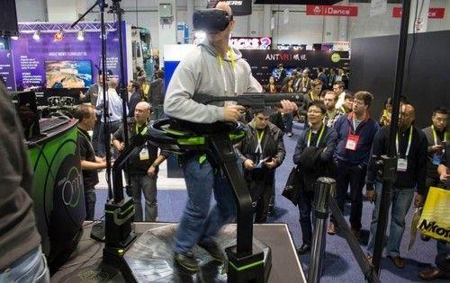 VR跑步机Virtuix Omni体验:现实很骨感