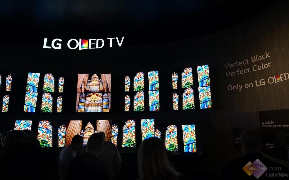 乐金电子(LG)、松下电器(Panasonic)及部分中国电视品牌同步推出AMOLED UHD电视,AMOLED技术在电视市场扩展规模的企图心不言可喻。WitsView预估2016年全球AMOLED电视的出货量将有可能达到100万台。 手机市场上,在三星显示器积极外卖AMOLED手机面板的策略带动下,更多中国手机品牌厂商开始新增AMOLED机种,AMOLED技术在高阶手机市场的影响力也与日俱增。 不仅如此,2016年将有部分IT厂商尝试在高阶笔记本电脑及液晶显示器市场推出AMOLED产品,试试市场水温。