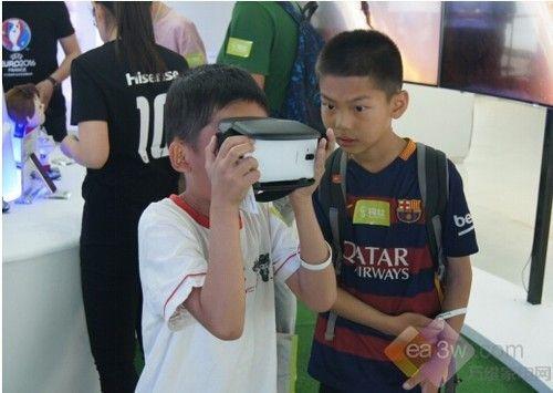 海信蚁视VR眼镜亮相钨丝智能科技节