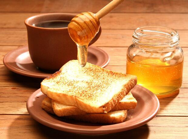 蜂蜜永远不会变质是真的吗?能放冰箱吗?
