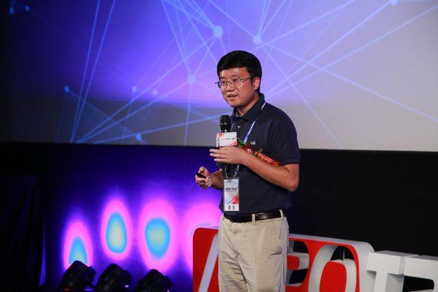 光峰发布全球首款ALPD+3LCD商教投影机