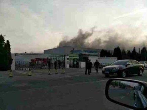 """天津三星SDI工厂发生火灾 否认""""锂电池起火""""说法"""