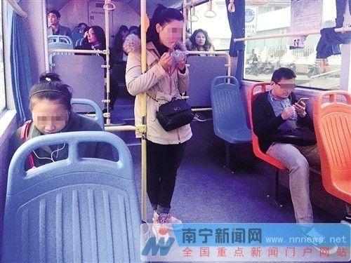 空调公交车内异味难忍 换气难及时排出异味