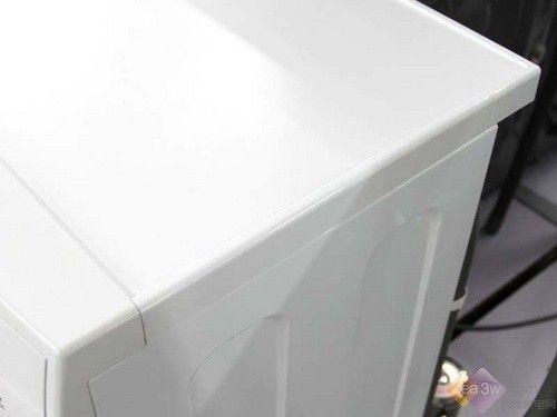 的全白色海尔滚筒洗衣机