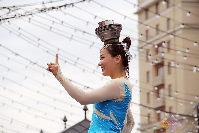 """莫斯科革命广场""""挤爆了"""",原来是中国传统艺术太""""惹火"""""""