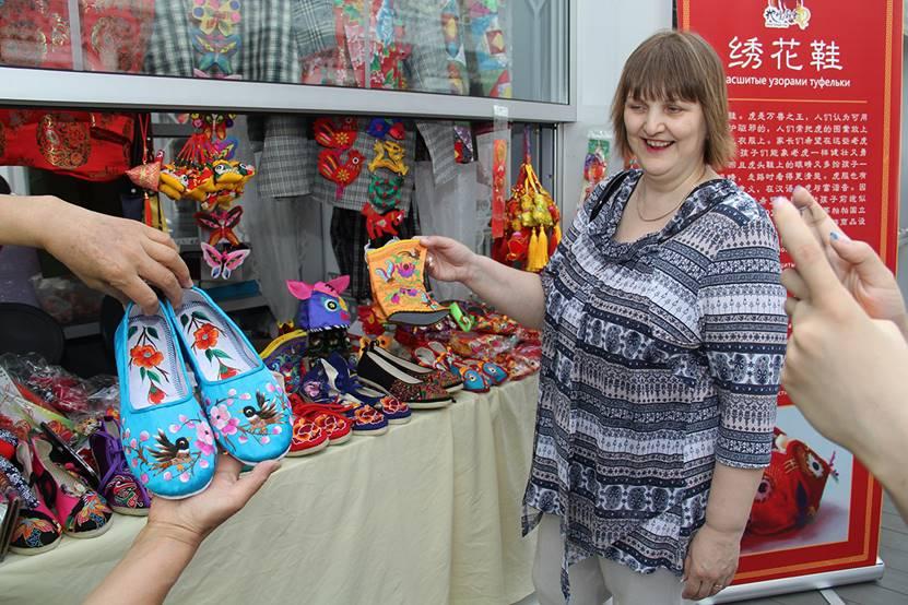 绣花鞋在莫斯科玩出了国际范儿,尽显逼格!