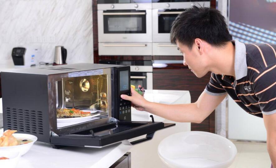 微波炉使用虽方便 但这几种操作会危害健康
