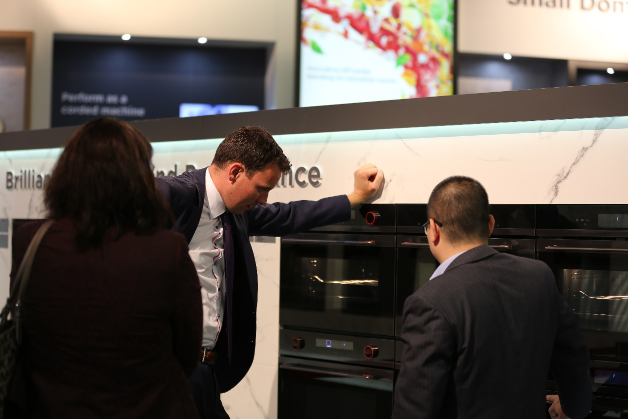 美的厨房电器嵌入式E50平台亮相德国IFA展