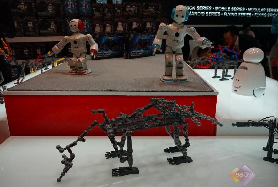 能力风暴登陆IFA展 教育机器人惊艳世界