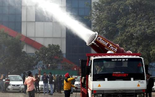 """印度抗霾都用上""""大炮""""了,你抗霾用了什么?"""