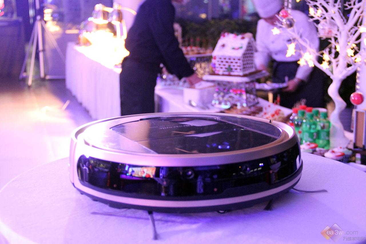 旋转跳跃不闭眼,浦桑尼克扫地机器人带你玩转圣诞