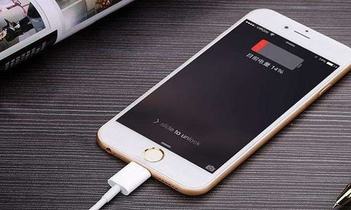 """科技早闻:苹果就""""电池门""""致歉,被索赔9990亿美元"""