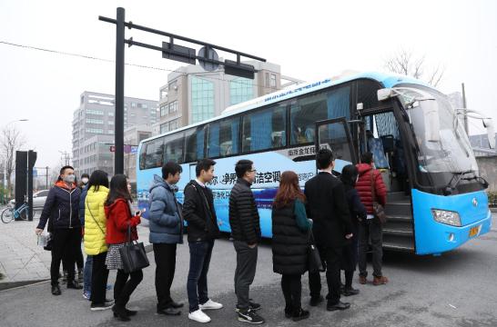 海尔无霾巴士7城首开1小时跑450公里 车内PM2.5降至23