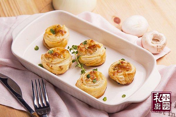 周末好菜大放送:创意菜蘑菇酥皮卷