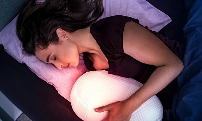 晚上失眠睡不着?何不试试这款能帮你入眠的呼吸机器人
