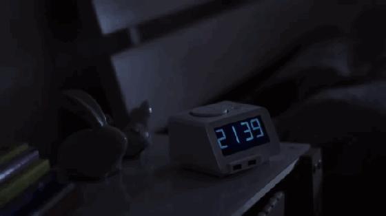 """早上赖床老迟到,何不试试这款""""床震""""闹钟"""