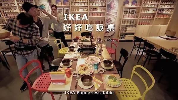 想吃饭必须先交手机,这张桌子为何如此任性