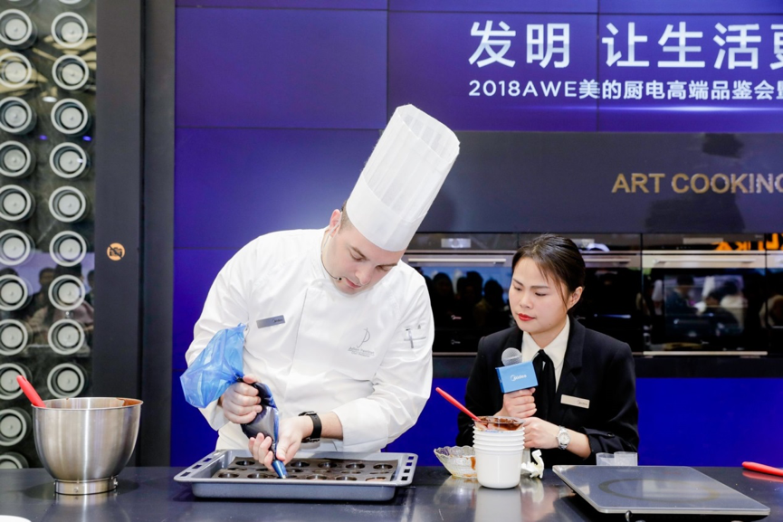 """玩转厨房智能新体验 美的厨电""""新四大发明""""亮相2018AWE"""