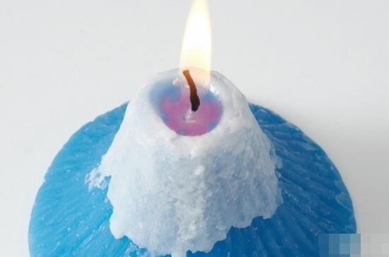 创意礼物!点然后散发樱花香味的富士山蜡烛,谁不想要?