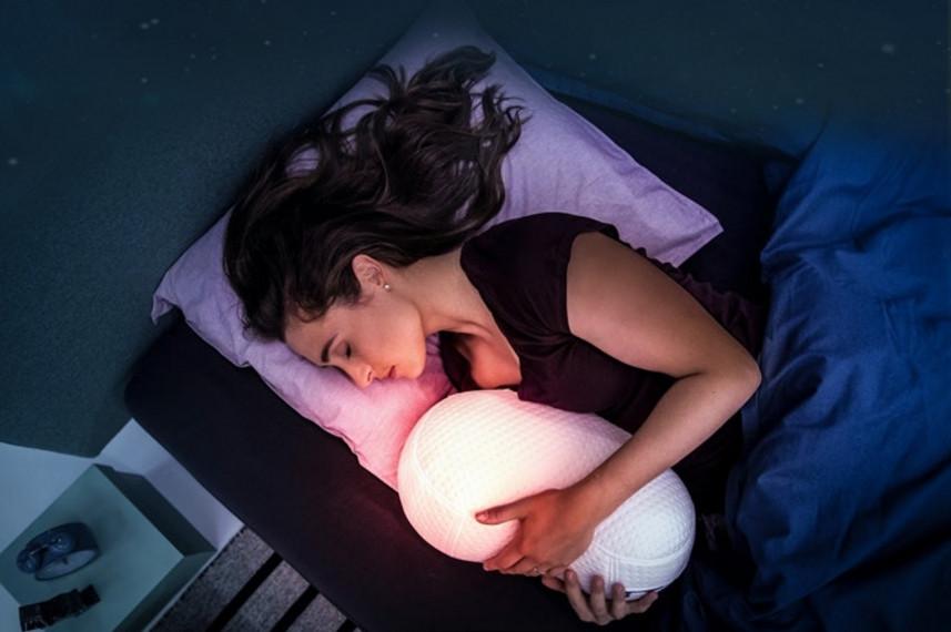 众筹也疯狂!神奇的抱枕,造型可爱还能治失眠