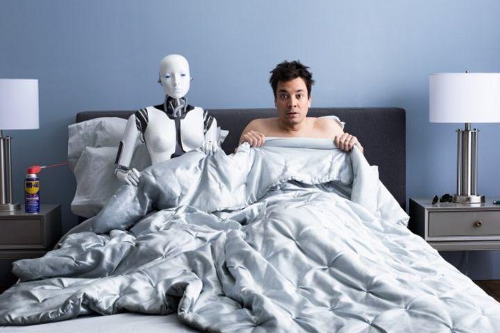 """人工智能这么""""猖狂"""",机器人都可以满足男朋友的人设了?"""