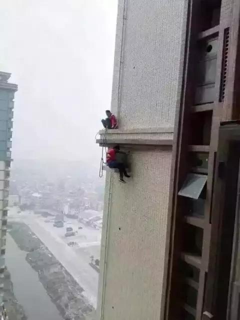 """空调安装工时时在 """"高烤"""",来听听他们的呼声"""