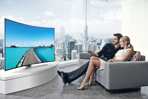 电视机挂墙上好还是放电视柜上好?