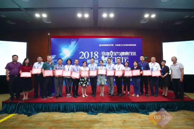在北京理工大学,由来自行业权威,资深专家,院士组成的博士论坛学术