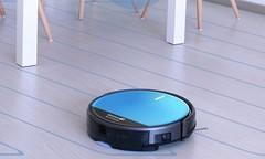 扫地机器人好用吗?电控湿拖实现细致清洁